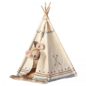 Maileg Little Feather with Teepee – Little Sister Mouse